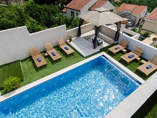 Luciana Residence - Five-Bedroom Villa with Pool - Mlini vacation rentals