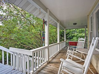 3BR Fairview Cottage w/Scenic Private Patio! - Fairview vacation rentals
