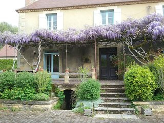 Gorgeous Gite with Internet Access and Satellite Or Cable TV - Peyzac-le-Moustier vacation rentals