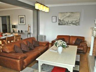 MAISON DE MAITRE 250 m2, PISCINE CHAUFFEE ,CALME. - Mormoiron vacation rentals