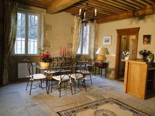 Gîte du chateau de Champrobert - Saint-Clement-de-Regnat vacation rentals
