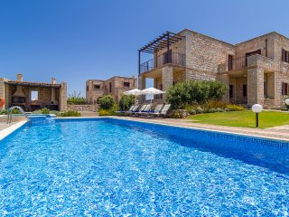 Emerald Villa in front of the Sea - Rapaniana vacation rentals