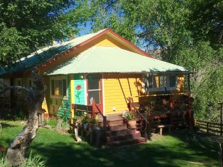 The  Sunny Sunset Cottage -  A great base to explore the Painted Hills! - Mitchell vacation rentals