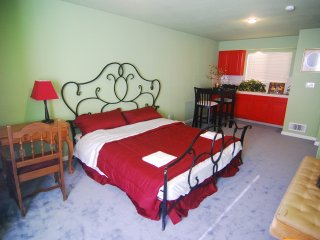 [3B] Large King Bedroom w/ Wet Bar & Dining Area - Daly City vacation rentals