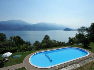 Perfect 3 bedroom Condo in Menaggio with Internet Access - Menaggio vacation rentals