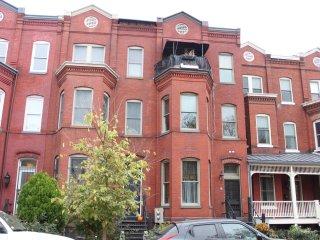 Cozy Condo with Deck and Internet Access - Washington DC vacation rentals
