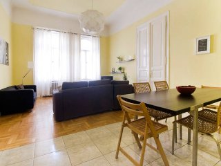 Comfortable apt in lively Budapest - Budapest vacation rentals