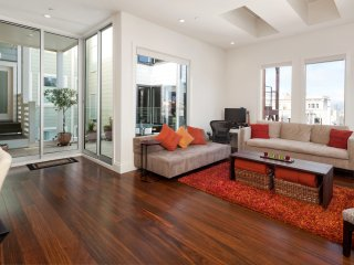 Beautiful North Beach Apartment with Deck - San Francisco vacation rentals