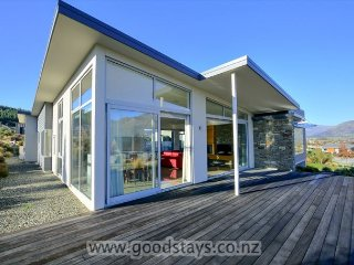 Perfect House with Deck and Internet Access - Wanaka vacation rentals