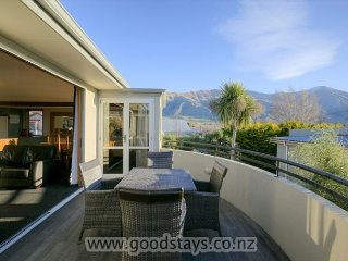 4 bedroom House with Deck in Wanaka - Wanaka vacation rentals