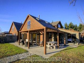 Nice 4 bedroom House in Wanaka with Deck - Wanaka vacation rentals