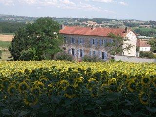 Couette et Chocolat chambres et tables d'hôtes - Castelnau-Montratier vacation rentals