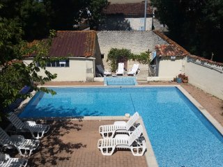 Les Vallaies family holiday cottages - Saint Jean d'Angely vacation rentals