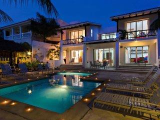 VILLA LAS GLORIAS - 5 BR (7 BEDS) for 14 guests - Cozumel vacation rentals