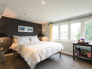 Quiet Family Room + Ensuite Shower near Tube - Loughton vacation rentals