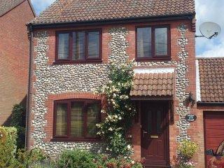 North Norfolk Chestnut Cottage 3 bed sleeps 5 - Holt vacation rentals