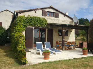 The Bakehouse, Nr Aubeterre - pool & tennis court - Aubeterre-sur-Dronne vacation rentals