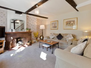 Luxury, Detached 3 Bed' Cottage SW London with Private Parking (Bills included) - Hampton vacation rentals