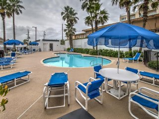 Waterfront condo w/ shared pool, hot tub, large private balcony & beach access - South Padre Island vacation rentals