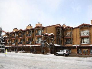 In the heart of Downtown Breckenridge, one bedroom/ one bathroom, sleeps 4. - Breckenridge vacation rentals