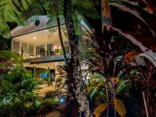 Beach Villa Four Mile Port Douglas Private Duplex. - Port Douglas vacation rentals