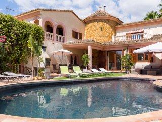 Spacious 5 bedroom Chalet in Sa Cabaneta with Internet Access - Sa Cabaneta vacation rentals