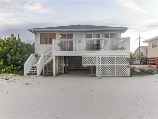 Beachshore  Cottage, 3 Bedrooms, WiFi, Sleeps 7 - Fort Myers Beach vacation rentals
