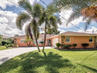 Waterfront, private covered & heated pool, internet, cable, nearby golf court - Port Charlotte vacation rentals