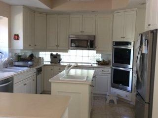 Bright 4 bedroom House in Edmonton - Edmonton vacation rentals