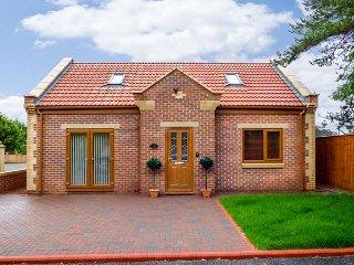 1 THE POTTERIES, detached bungalow, pet-friendly, WiFi, good touring location, Darlington, Ref 942971 - Darlington vacation rentals