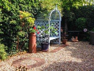 22 PRIORY ROAD, courtyard garden, WiFi, parking, in Warwick, Ref 943415 - Warwick vacation rentals