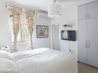 Luxurious 3 bedroom, 2 bathroom, Old Katamon - Jerusalem vacation rentals