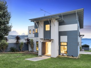 Lovely 3 bedroom Apollo Bay House with A/C - Apollo Bay vacation rentals