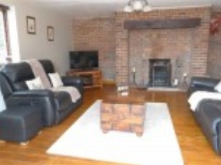 Country house sleeps 5/6 with great views/location - Oswestry vacation rentals