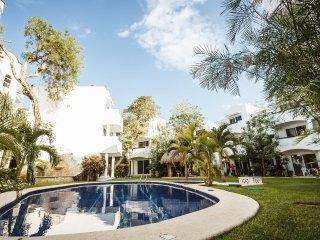 Playacar condo near beach on golf course - Quintas - Playa del Carmen vacation rentals