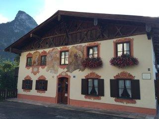 """""""Sonnengelb"""": helles, sympathisches Apartment - Oberammergau vacation rentals"""