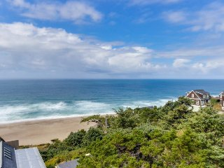 Upper-floor oceanview studio perfect for couples - dogs allowed! - Lincoln City vacation rentals