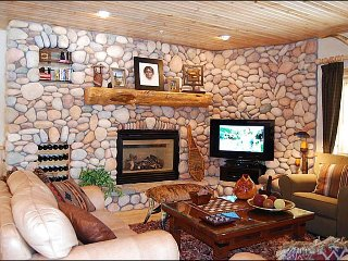 Stylish and Elegant Accommodations - Perfect for 2-3 Couples (24993) - Park City vacation rentals