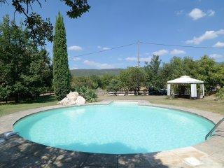 Charmant gite avec jardin et piscine - Le Chene - Villars en Luberon vacation rentals