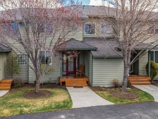 Eagle Crest 2 BR, 2.5 Bath. Hot Tub. Walk to sports center. - Redmond vacation rentals