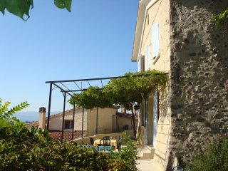 Bright 3 bedroom Sisteron House with Television - Sisteron vacation rentals