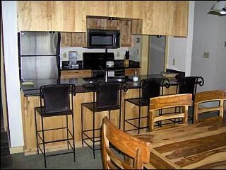 Cozy Condo - Great Mountain Views (1020) - Crested Butte vacation rentals