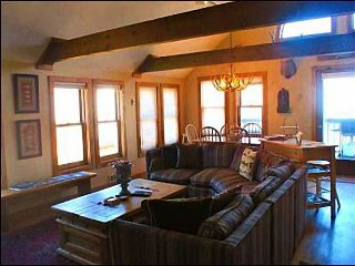 Overlooks Mount Crested Butte and Paradise Divide - Located in Downtown Crested Butte (1038) - Crested Butte vacation rentals