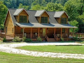 Beautiful Cabin with A/C and Television - Bryson City vacation rentals