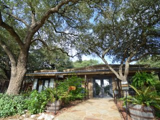 Cozy New Braunfels Cottage rental with A/C - New Braunfels vacation rentals
