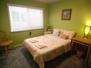 [2A] Cozy Private Bedroom near Daly City BART Subway Station - Daly City vacation rentals