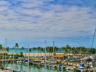 Ilikai Marina 482 Ocean / Sunset / Fireworks Views Queen Bed, Sofa Bed - Honolulu vacation rentals
