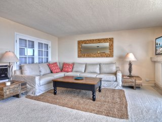 Charming Condo with Deck and Internet Access - San Clemente vacation rentals