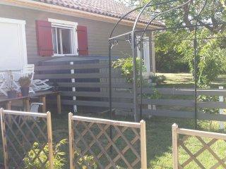 Maison T2 Meublé avec jardin et parking privés - Malataverne vacation rentals