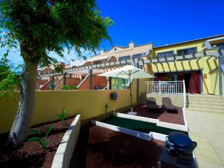 Perfect Townhouse with Washing Machine and Television - La Caleta vacation rentals